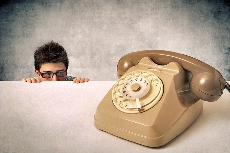 Telephobia - Nỗi ám ảnh của chứng sợ gọi điện thoại